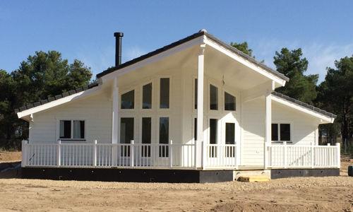 Casas de madera moderna ii de 140 m2 46 m2 de terraza for Casa moderna 140 m2